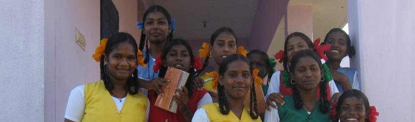 Mädchen während der Schulpause im Kinderwohnheim